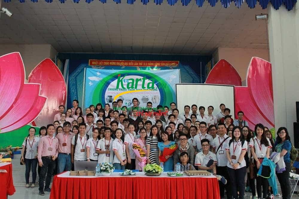 sinh viên ngoại thương tham quan nhà xưởng Karta