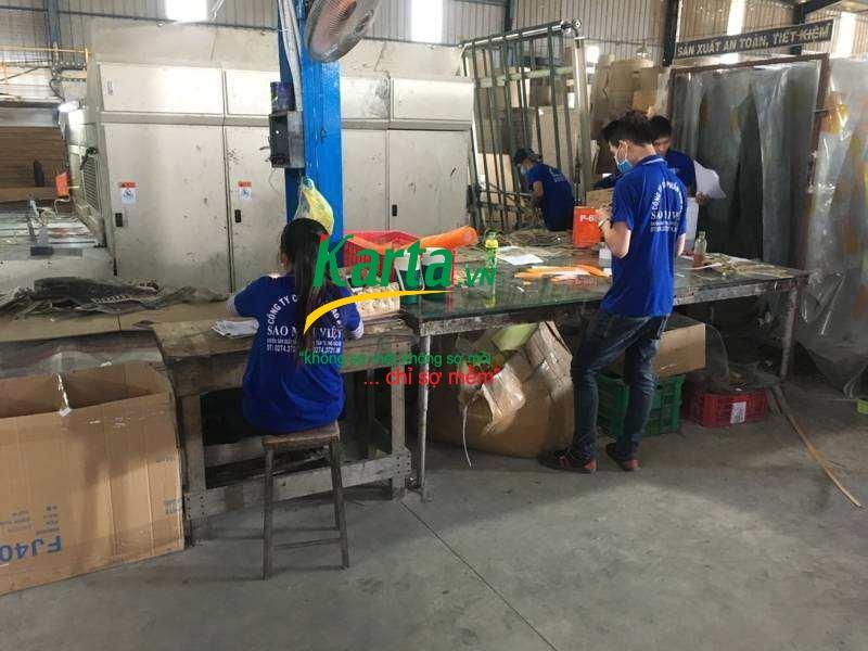Công nhân sản xuất tại Karta